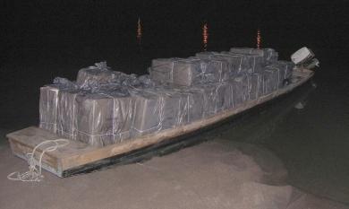 Szatmárcseke - Ladikon csempésztek 12 millió forintnyi cigarettát