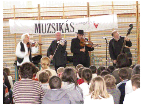 A Muzsikás együttes rendhagyó énekórát tartott a Benczúrban