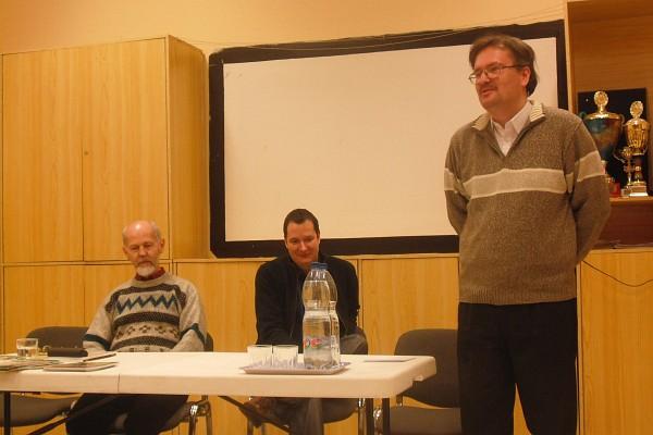 """""""Mit ér az író, ha magyar?"""" – vitaindító beszélgetés írókról, írásról, magyarságról"""