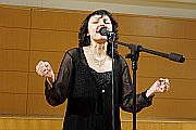 A jótékonykodás egy szolgálat - interjú Szíj Melinda énekesnővel