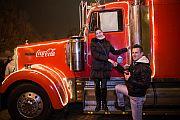 Romantikus, nyilvános lánykérés Nyíregyházán a Coca-Cola Karácsonyi Karaván színpadán
