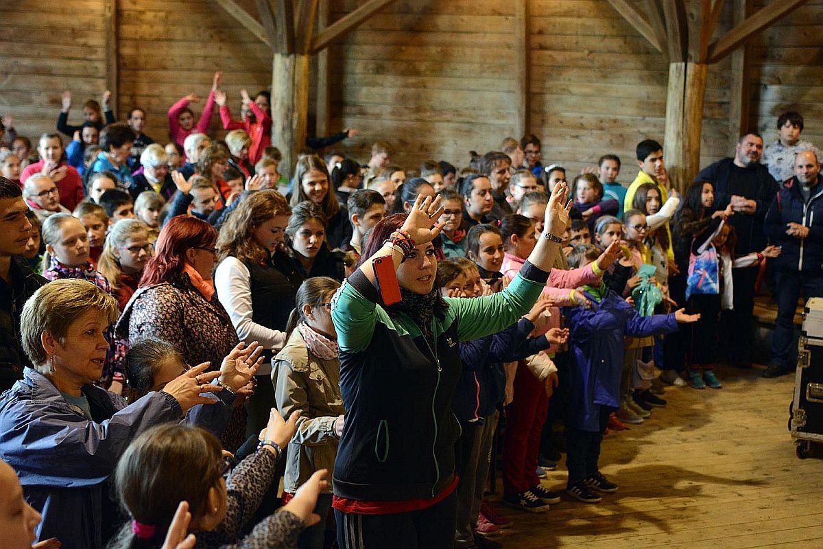 Egyházmegyei Gyereknap a Képmás zenekarral