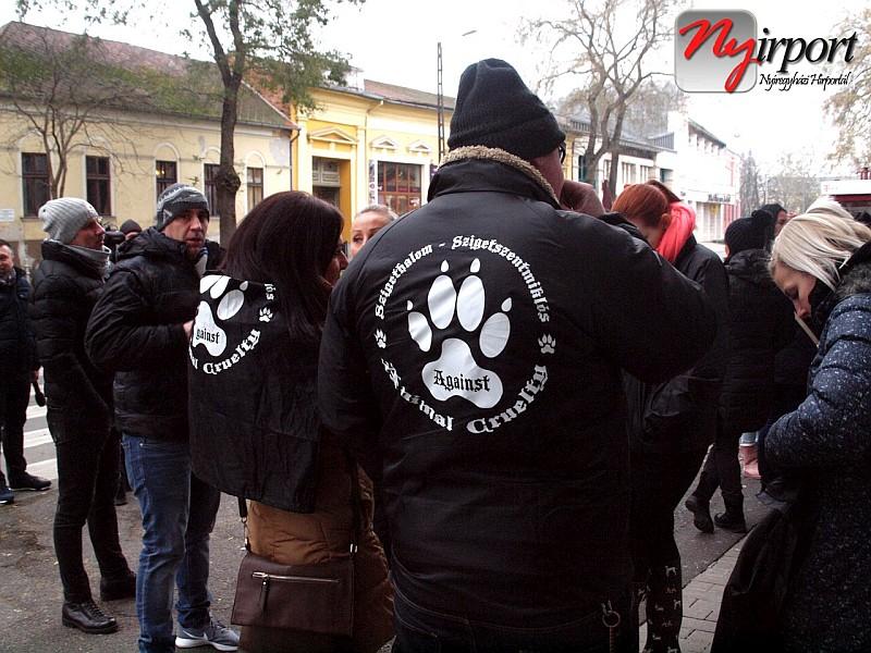 Fülöp kutya megkínzói letöltendő fogházbüntetést kaptak