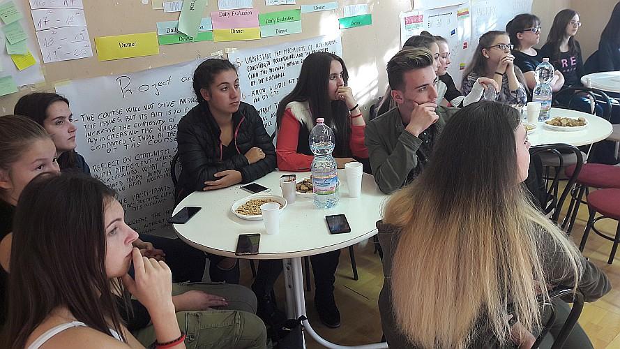 """Lezárult a Mustárház és az Új Európa Alapítvány """"Segítve tanuljunk, segítve tapasztaljunk II!"""" projektje"""