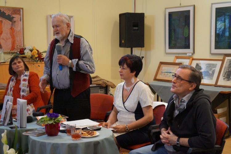 Még aznap délután, a Móricz Zsigmond Olvasókör kötetlen beszélgetéssel egybekötött versfelolvasó megemlékezést tartott a Váci Mihály halálának a 48. évfordulója alkalmából